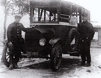 一関の乗合自動車(6人乗り幌付フォード)