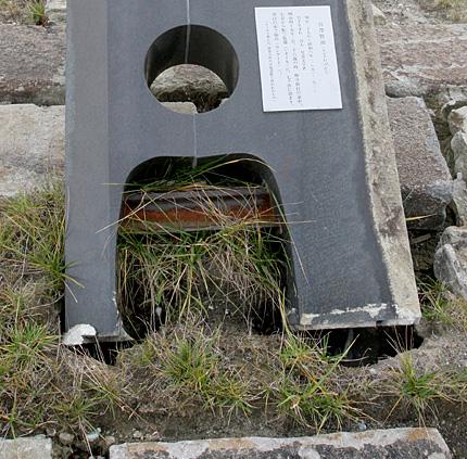 「ポラーノの広場」碑の根元