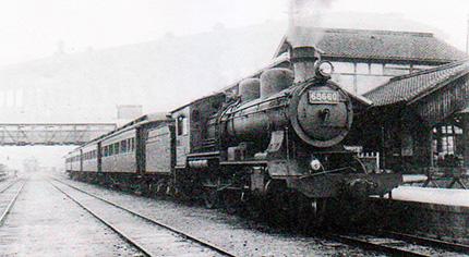 王子駅に停車する8620形機関車