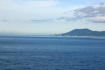 陸奥湾から望む下北半島