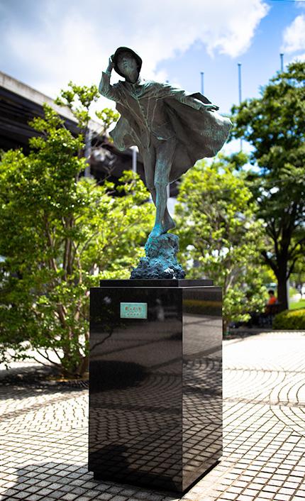 「風の又三郎」像(京セラ本社前)