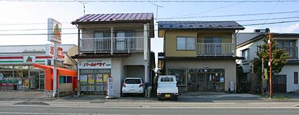 小岩井駅前の商店