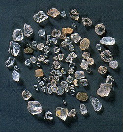 北上川で採集された高温水晶