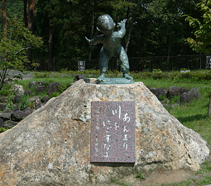 宮沢賢治童話村「わらべの像」