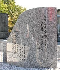 献灯台(左)