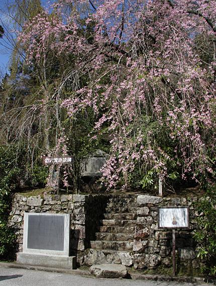 「根本中堂」歌碑と「宮澤賢治父子延暦寺参詣由来」銘板