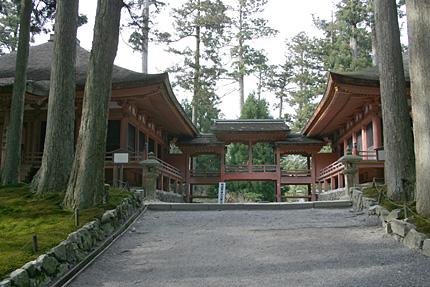 延暦寺西塔・にない堂(常行堂と法華堂)