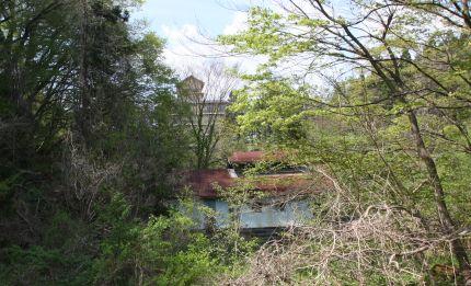 西鉛温泉跡と新鉛温泉の遠望