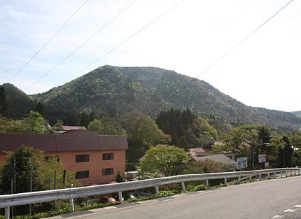 鉛温泉から望む大森山
