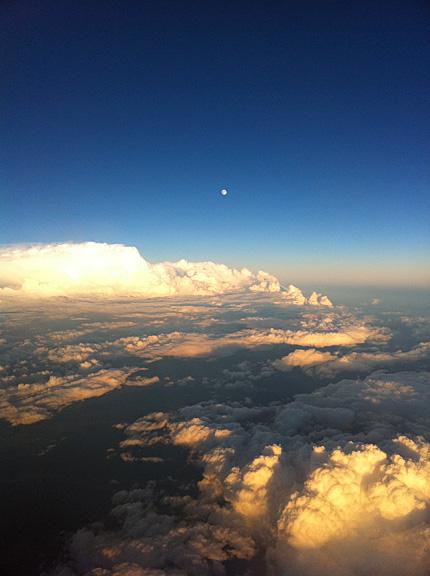 南氷洋のような雲海と仲秋の名月