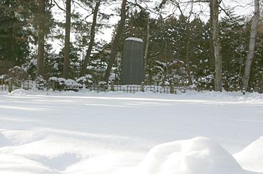 雪の賢治詩碑