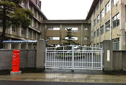 愛媛県立土居高等学校正門
