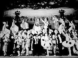 宝塚少女歌劇団による「モン・パリ」(1928)