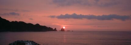 羅賀港から望む朝日